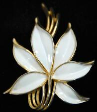 CROWN TRIFARI WHITE ENAMEL AND GOLD TONE VINTAGE FLOWER BROOCH / PIN Ca.1960