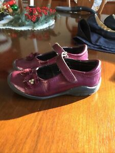 Stride Rite Mary Jane shoes Patent leather EUC girl's 10.5  stud strap