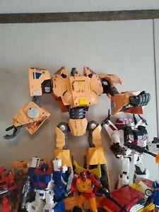 Hasbro Transformers Generations War for Cybertron: Kingdom Titan WFC-K30 Autobo…