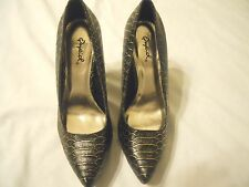 Qupid Womens Heels Shoes Sz 6  Black Gold