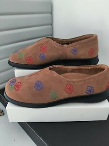 "Hotter Flower Brown Suede Fleece lined Slippers ""Flower"" Sz 7 embroidered flower"
