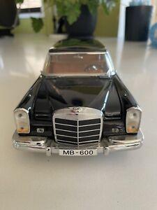 Mercedes Benz ML 600 Toy Car 1-18 Scale