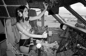 WW2 Picture Photo Pin UP sexy girl Pinup in the Cockpit 2534