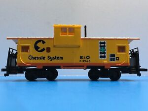"HO Scale ""Chessie System"" C3966 Freight Train Caboose W/Box / Bachmann"
