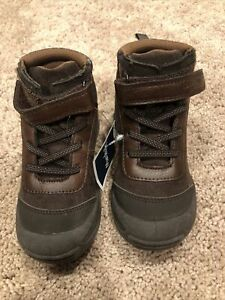 Oshkosh brown dominik boot, size 8 toddler