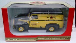 1953 International Pennzoil Panel Van First Gear 1:25 scale 40-0076 New in Box