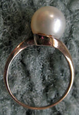 Vintage 10 K Gold Ring with Clltured Pearl size 6.5 a Nice Simple Design
