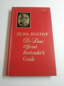 "1970 ""Old Mr. Boston  De Luxe Official Bartender's Guide"" w/ Lots of Pics  * HC"