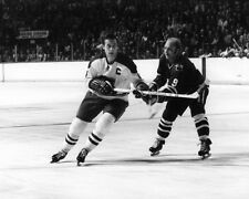 Montreal Canadiens JEAN BELIVEAU Chicago Blackhawks BOBBY HULL Glossy 8x10 Photo