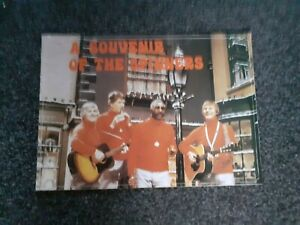 A SOUVENIR BOOKLET OF THE SPINNERS (1979). IN GOOD COLLECTIBLE CONDITION. RARE.