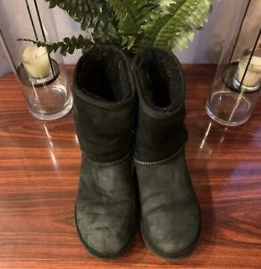 UGG 1016223 Classic Short II Size 7 Boots - Black