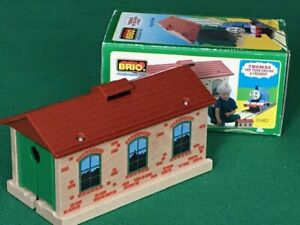 BRIO THOMAS SINGLE TRACK TRAIN ENGINE SHED Thomas and Friends Wooden Railway