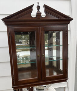 Rare! Ethan Allen Georgian Court Hanging Wall Curio Display Cabinet 11-3032 (B)