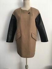 Manteau court d'été beige et manches simili cuir noir Marque ZARA