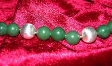 Modernes Jade-Collier mit großem Silberschloss und Silberkugeln (925er)