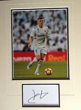 TONI KROOS - REAL MADRID FOOTBALLER - EXCELLENT SIGNED PHOTO DISPLAY