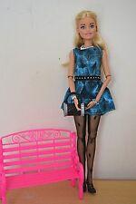 2018 Barbie Convention TABLE Centrepiece Blonde Barbie avec rose BENCH