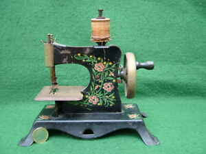 ANTIQUE CASIGE EAGLE & KEY TINPLATE TOY SEWING MACHINE FLORAL DECORATED ENAMEL W