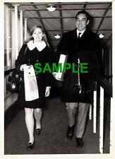 ORIGINAL PRESS PHOTO - ACTOR RICHARD JOHNSON AT HEATHROW AIRPORT WITH SECRETARY