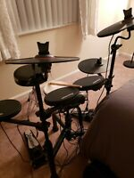 Electronic Drum Kit, Carlsbro CSD120, used a few times, only 2 months old
