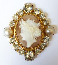 Broche pendentif médaillon en métal doré + camée + strass + perle 19e siècle