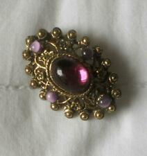 VINTAGE 60'S GOLDTONE METAL BROOCH SET PURPLE GLASS STONES