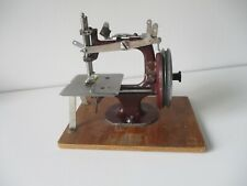 Essex Toy Child's sewing machine Burgundy version