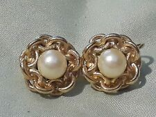 round Flower faux pearl in center Marvella Signed Clip on Earrings Gold Tone