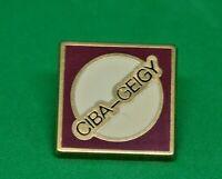 Pin's lapel pin pins Société CIBA-GEIGY   Zamac Signé ATC