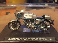 "DIE CAST "" DUCATI 750 SUPER SPORT DESMO 1974 "" SCALA 1/24"