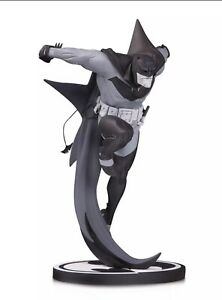 Batman Black and White White Knight Batman by Sean Murphy Statue #1678/5000 NIB