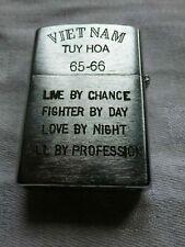 Rare Briquet Zippo guerre du Viet Nam TUY HOA 1965 - 1966 Soldat avec fusil +++