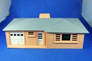 Plasticville - O-O27 - #RH-1 Ranch House - Salmon & Gray - Complete