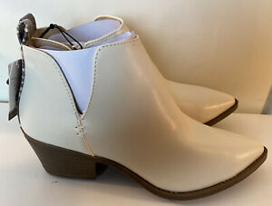 Time And Tru Womens Ankle Boots Ivory Snakeskin Trim Memory Foam Size 8.5 NEW