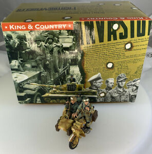 King and Country Waffen Motorcycle With Side Car Vehicle and Toy Soldiers