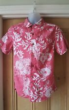 FAT FACE Men's Classic Fit Short Sleeved Raspberry FLORAL Shirt. Size XS.