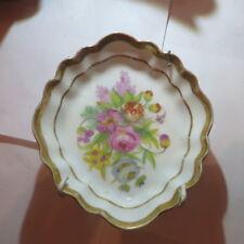 Plat décor de fleurs avec armature avec dorures