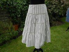 120. MISS SELFRIDGE CREAM AND BLACK TIERED SUMMER SKIRT SIZE 6