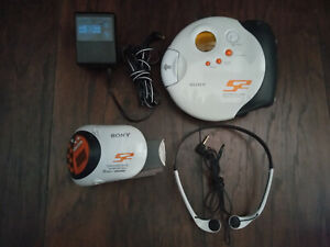 Sony Walkman Sports S2 D-SJ301 CD Player G-Protection with headphones and strap
