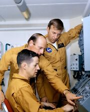 SKYLAB 2 CREW DURING OPEN HOUSE MANNED SPACECRAFT CTR - 8X10 NASA PHOTO (ZZ-919)