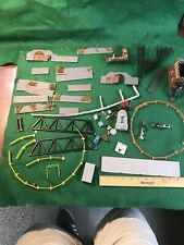 Ho Scale Fences And Other  Junk Lot  (HO64628)