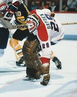 KEN DRYDEN MONTREAL CANADIENS  UNSIGNED 8x10 Photo (B)