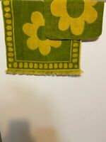 Vintage 1970 Cannon Royal Family flower daisy Avocado Green Gold Two Sided wash