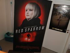 Jennifer Lawrence - RED SPARROW Stoff Banner Roll Up 88x160 cm Maxi Poster Pakat