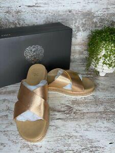 New Vince Camuto Rickert Warm Gold Buff Metallic Espadrille Slide Sandals Sz 7 W