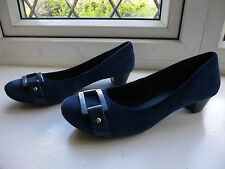 Ladies Clarks Navy Suede low heeled casual shoes size 6 (39.5)