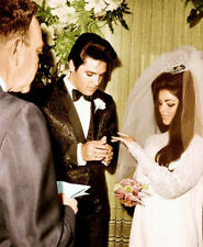Priscilla & Elvis Presley UNSIGNED photograph -L8105- On their wedding day, 1967