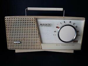 RARE VINTAGE SONY TR-712 Vacuum Tube Radio-like Early Portable Transistor Radio