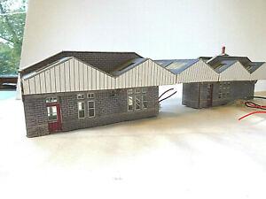 METCALFE OO GAUGE STATION BUILDINGS & CANOPY WITH LIGHTS