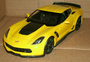 1/24 Scale 2017 Chevrolet Corvette Z06 Coupe Diecast Model - Welly 24085 Yellow